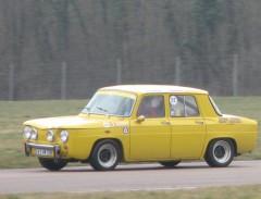 R8 Gordini jaune piste 2.jpg