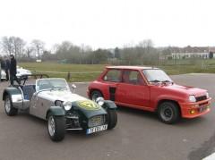 Lotus Seven et R5 Turbo.jpg